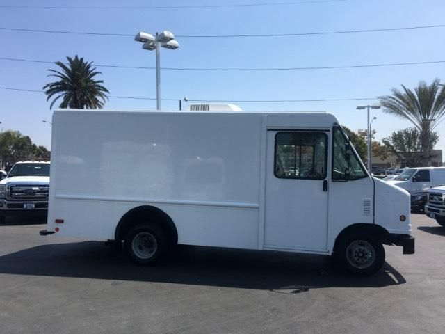 2007 Ford Econoline Commercial Chassis E-350 w/ Utilimaster 12 Body