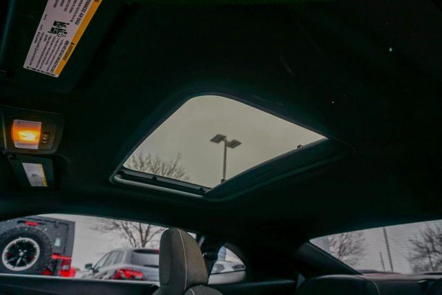 2011 Chevrolet Camaro 2dr Cpe 1LT