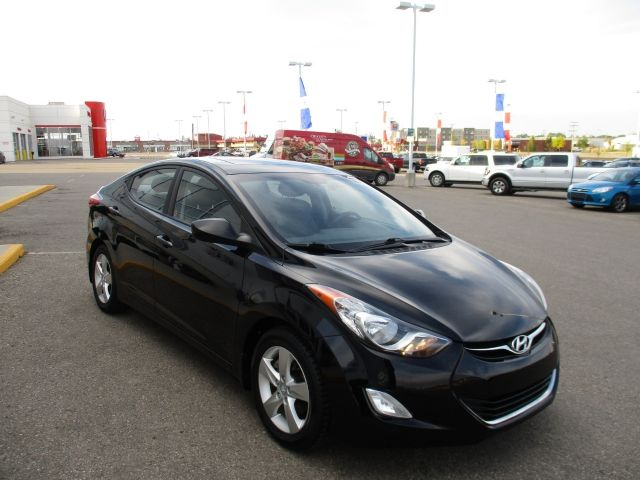 2012 Hyundai Elantra GLS Sedan MOONROOF HEATED SEATS LOW KM!