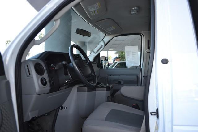 2014 Ford Econoline XLT ***15-Passenger***