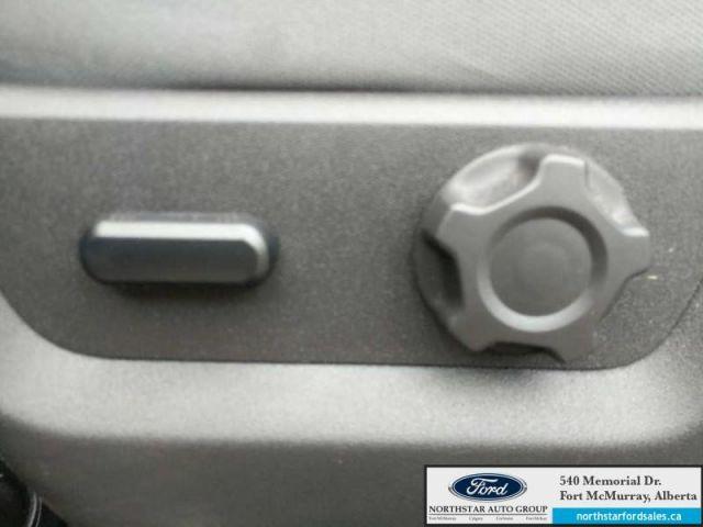 2015 Ford F-250 Super Duty XLT|6.2L|Hard Fold Tonneau Cover