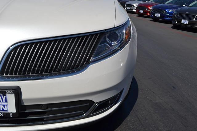 2015 Lincoln MKS 4dr Sdn 3.7L FWD