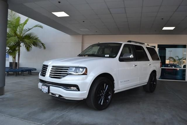 2015 Lincoln Navigator 2WD 4dr