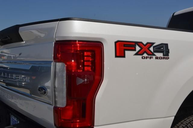 2017 Ford Super Duty F-250 SRW Platinum 4WD Crew Cab 8 Box
