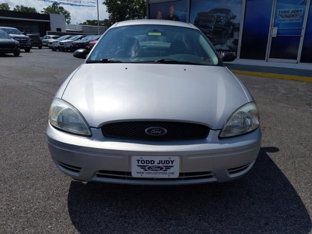 2007 Ford Taurus 4dr Sdn SE