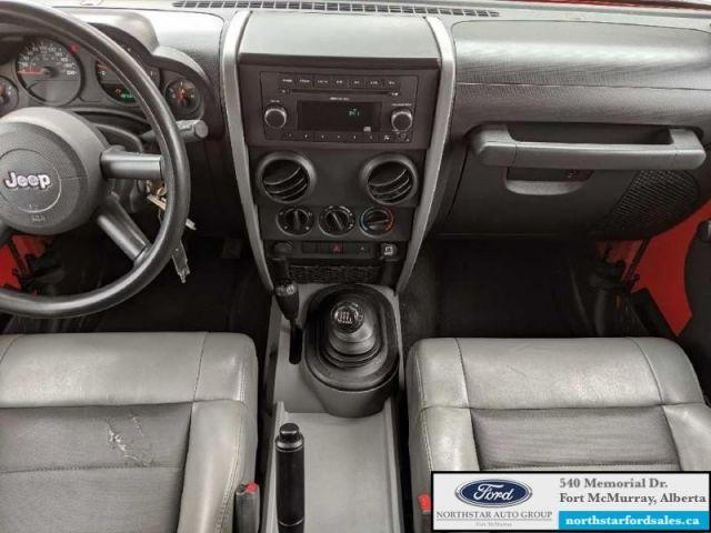 2009 Jeep Wrangler X   4X4 3.8L Leather Seats