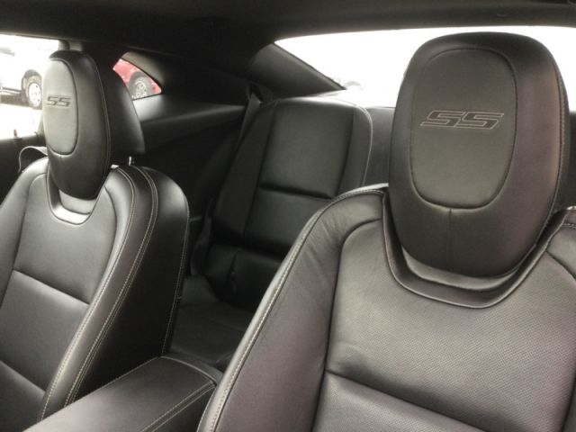2010 Chevrolet Camaro SS COUPE  - Leather Seats