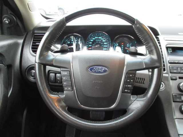 2010 Ford Taurus Sedan Limited AWD