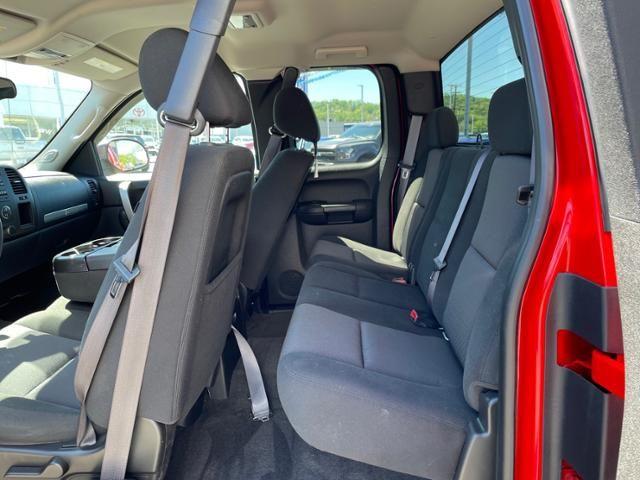 2011 Chevrolet Silverado 1500 4WD Ext Cab 143.5 LT