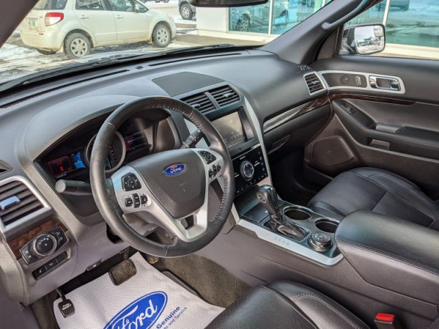 2011 Ford Explorer Limited   - Leather Interior - 2nd Row Captains Chairs