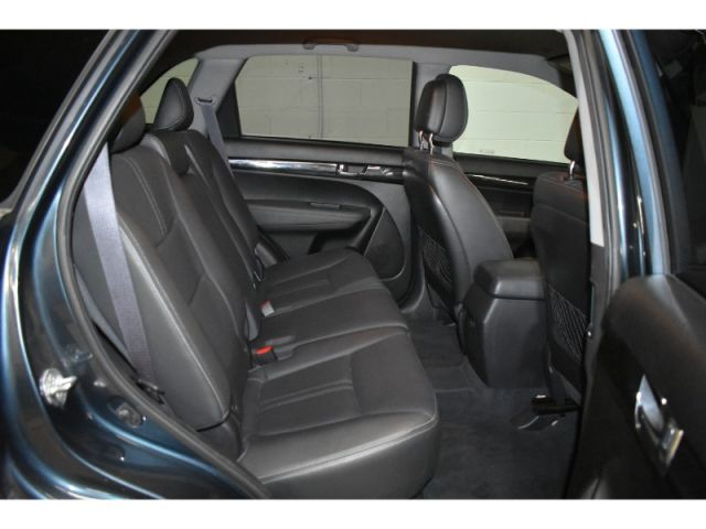 2011 Kia Sorento EX * HEATED SEATS * LEATHER * SAT RADIO READY *