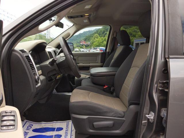 2011 Ram 1500 4WD Quad Cab 140.5 SLT