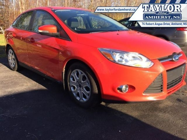 2012 Ford Focus SE  - Trade-in - Local - Non-smoker - $74.22 B/W