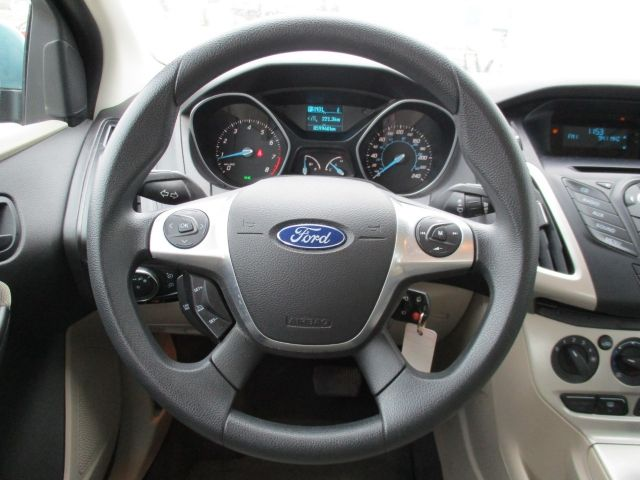 2012 Ford Focus Sedan SE