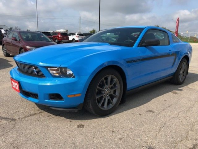 2012 Ford Mustang V6 PREMIUM  - One owner - Local - $160 B/W