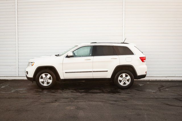2012 Jeep Grand Cherokee Laredo / CLOTH / PUSH TO START / AUX INPUT / XM RADIO