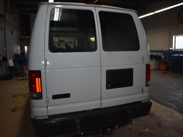 2013 Ford Econoline Van E250 * A/C * POWER OUTLETS *