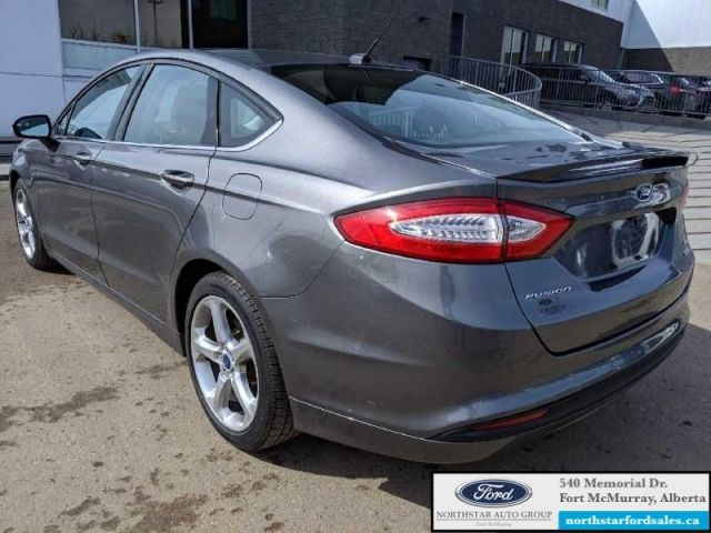 2013 Ford Fusion SE  |1.6L|Nav|Moonroof|Low Mileage