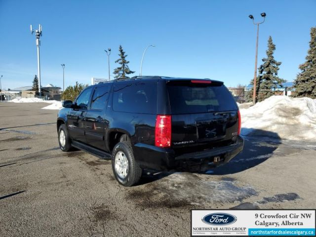 2013 GMC Yukon XL SLT  |LEATHER| SUNROOF| 4X4| 8 SEATER| XL| - $186 B/W