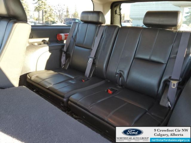 2013 GMC Yukon XL SLT   LEATHER  SUNROOF  4X4  8 SEATER  XL  - $186 B/W