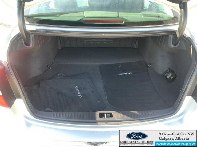 2013 Hyundai Genesis Sedan w/Technology Pkg   LEATHER  SUNROOF  ONE OWNER 