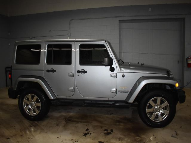 2013 Jeep Wrangler SAHARA *LEATHER * HARD TOP *