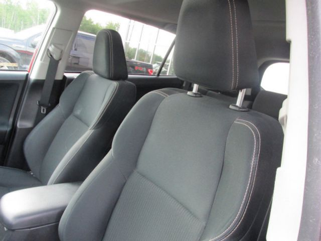 2013 Toyota RAV4 XLE  - Sunroof -  Bluetooth