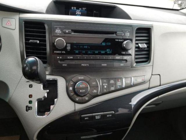 2013 Toyota Sienna SE 8 Passenger