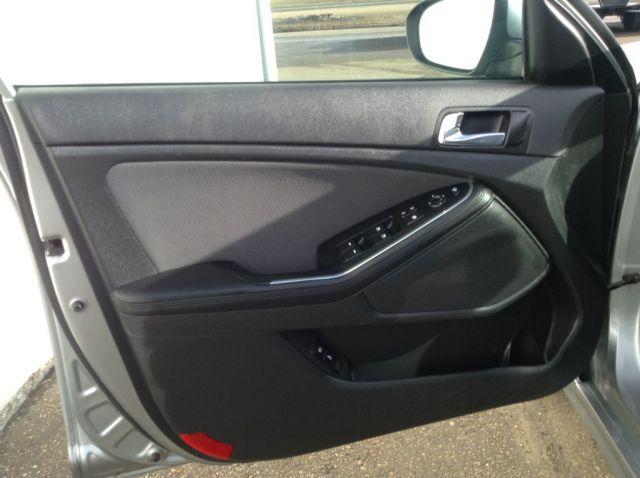 2014 Kia Optima Hybrid 4 Door Car