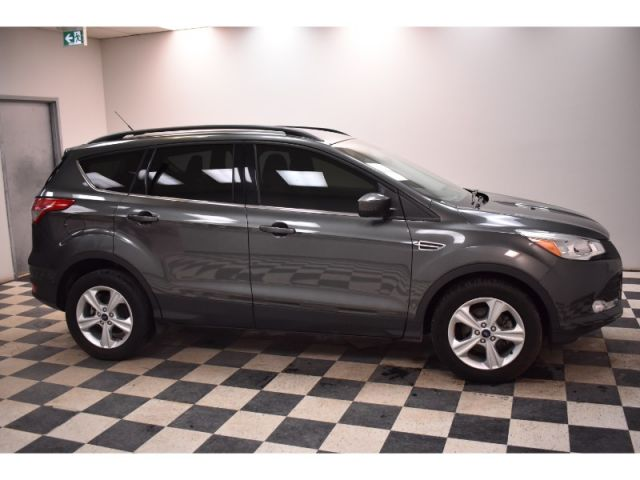 2015 Ford Escape SE FWD - * LOW KMS * SYNC * SAT READY *