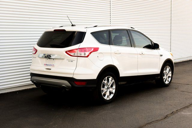 2015 Ford Escape Titanium / 4x4 / CERTIFIED / Accident Free / Backup Cam