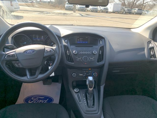 2015 Ford Focus SE SE  local trade low kms