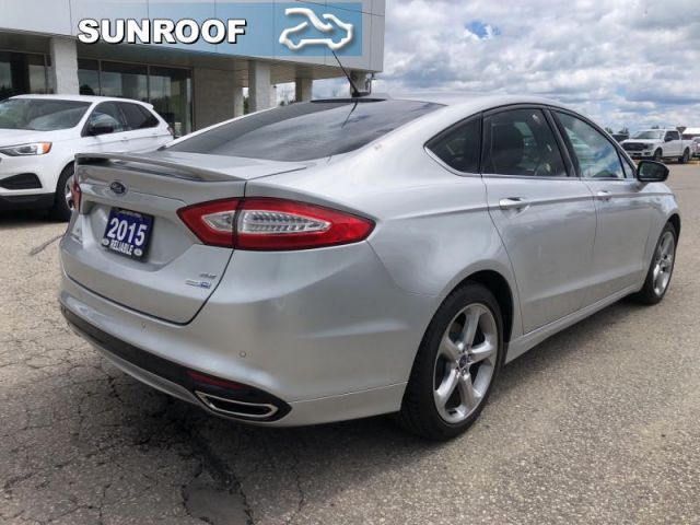 2015 Ford Fusion SE  Navigation/Sunroof/Blue Tooth/Heated Seats/Back Up Camera