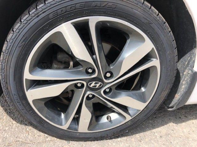 2015 Hyundai Elantra LIMITED  - Sunroof -  Navigation - $104 B/W