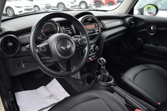 2015 MINI Cooper Hardtop BASE  HEATED SEATS | LEATHER
