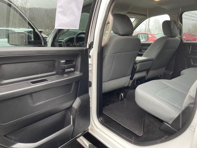 2015 Ram 1500 4WD Crew Cab 140.5 Express