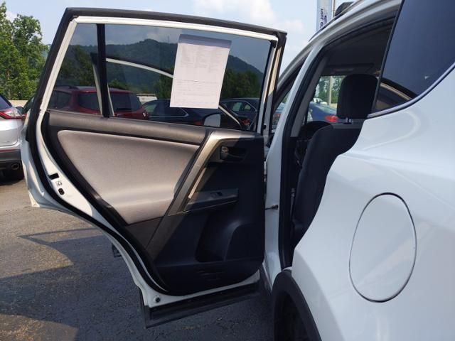 2015 Toyota RAV4 AWD 4dr LE