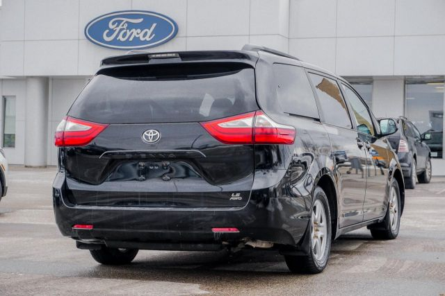 2015 Toyota Sienna 5dr LE 7-Pass AWD