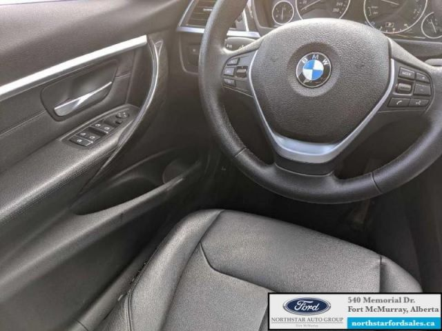 2016 BMW 3 Series 328i xDrive  |2.0L|Nav|Moonroof
