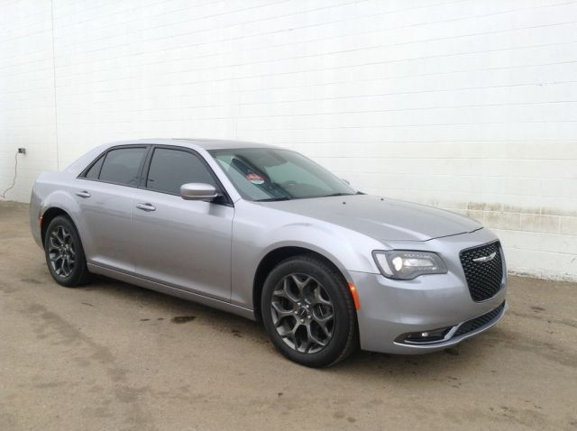 2016 Chrysler 300 4 Door Car