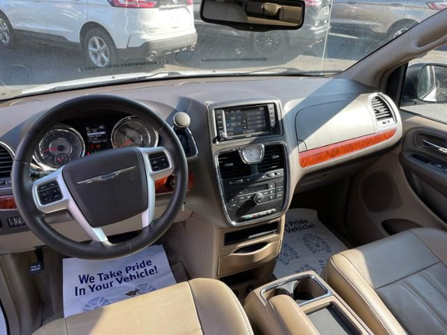 2016 Chrysler Town and Country 4dr Wgn Touring