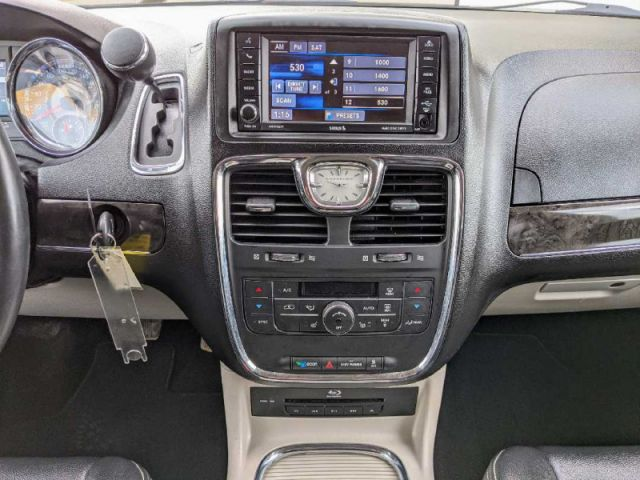 2016 Chrysler Town and Country Touring-L  |2 YEARS / 40,000KMS POWERTRAIN WARRANTY INCLUDED