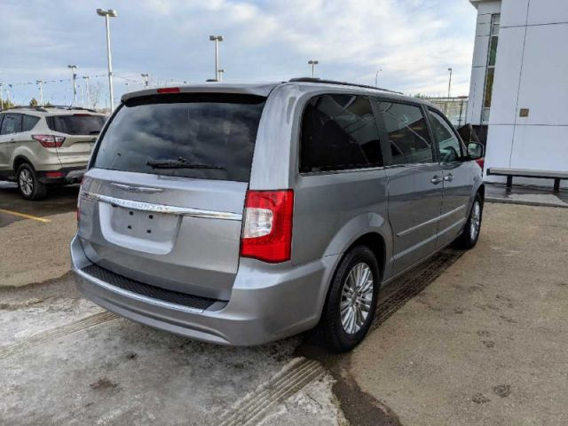 2016 Chrysler Town and Country Touring-L  |ALBERTA'S #1 PREMIUM PRE-OWNED SELECTION