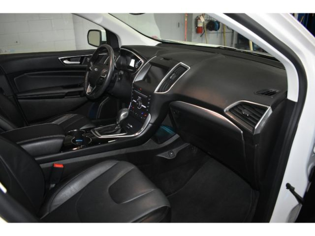 2016 Ford Edge TITANIUM * BACKUP CAM * HEATED SEATS AND STEERING *