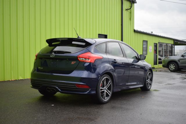 2016 Ford Focus ST    LEATHER   DUAL CLIMATE   HEATED WHEEL  