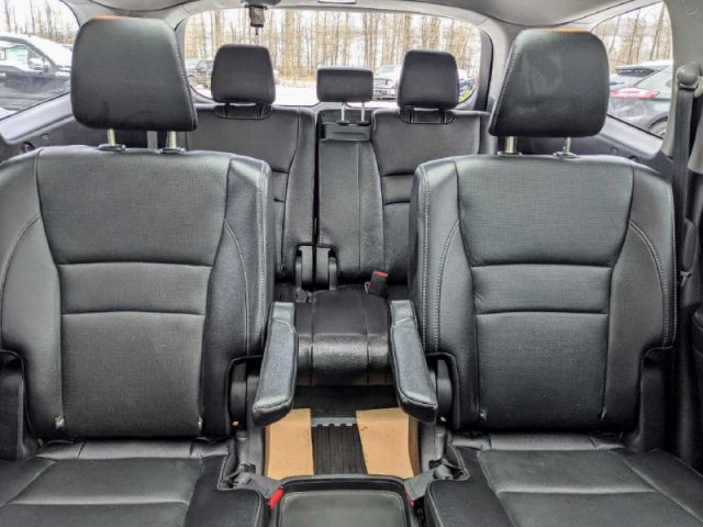 2016 Honda Pilot Touring 4WD   2 YEARS / 40,000KMS EXTENDED POWERTRAIN WARRANTY I