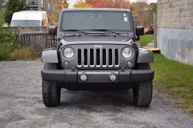 2016 Jeep Wrangler Unlimited Sahara  4X4   A/C