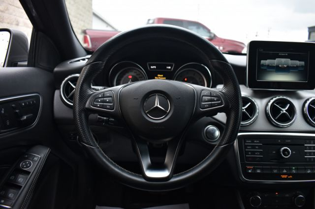 2016 Mercedes Benz GLA 250 4MATIC  AWD | LEATHER | HEATED SEATS | POWER SEAETS | MEMORY