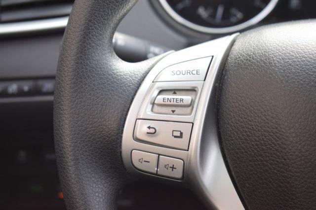 2016 Nissan Rogue SV  | MOONROOF | NAV |