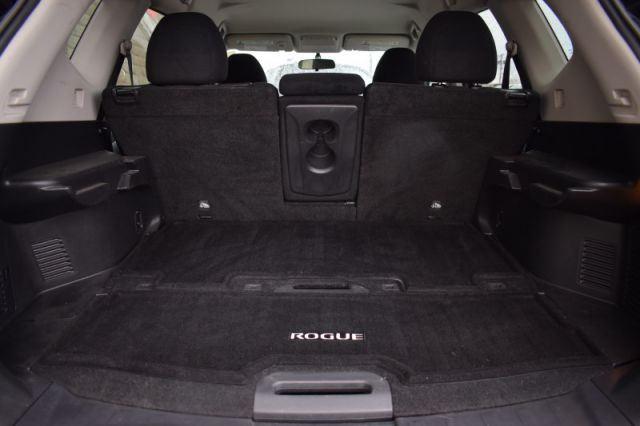 2016 Nissan Rogue SV    AWD   HEATED SEATS
